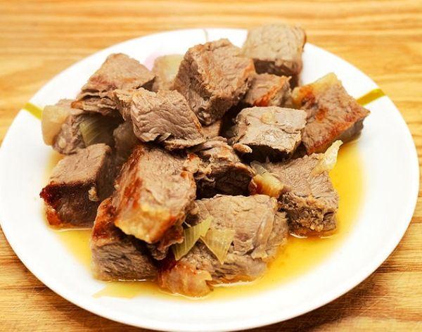Жаркое из маринованной свинины<br />Ароматное тающее во рту жаркое из свинины в мультиварке можно приготовить в скороварке всего за 15 минут, а можно в режиме