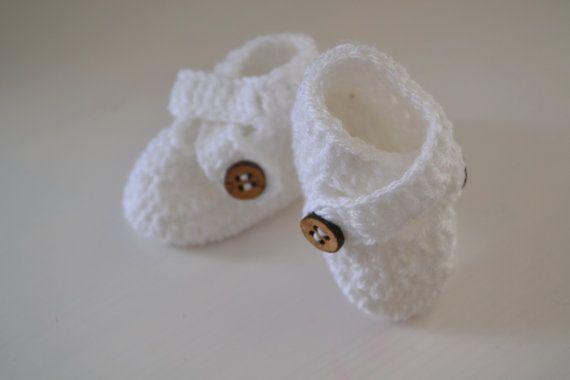 Crochet Newborn Crossover Booties by LittleFoxCrochet on Etsy