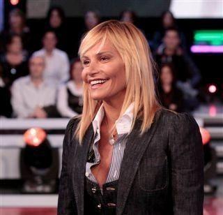 E' molto imitato il look di Simona Ventura: uno dei preferiti è quello con capelli alle spalle e frangia.