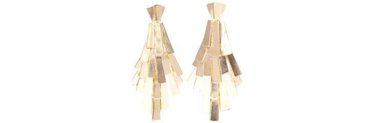 Pour le printemps-été 2013, Carolina Neri et Bérangère Lux, les deux créatrices de la maison Ca&Lou imaginent une paire de boucles d'oreilles clinquantes en cuivre plaqué or 24 carats.