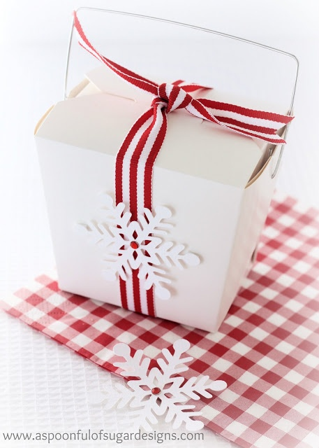 Cute Christmas table idea- snowflake cookies packaged in a noodle box