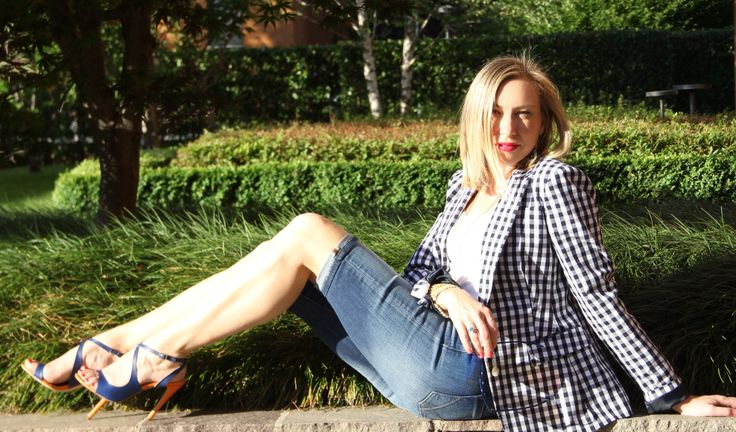 Outfit: come indossare i bermuda in jeans http://www.fashionblabla.it/style/outfit-indossare-i-bermuda-jeans.html