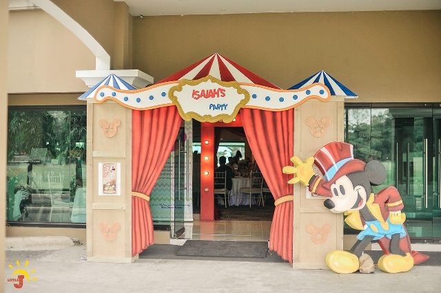 Isaiah's Mickey Mouse Circus Themed Party - Entrance