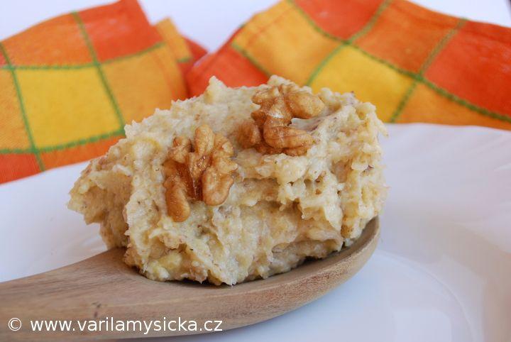 Ořechové máslo je jedna ze zdravých variant, co sladkého namazat na chleba.