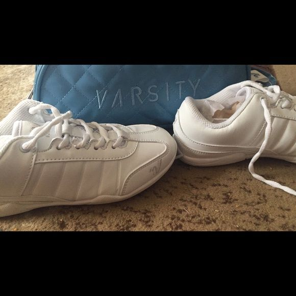 Youth cheer shoes Girls youth cheer shoes only worn twice. Comes with carry bag 3y Shoes Athletic Shoes
