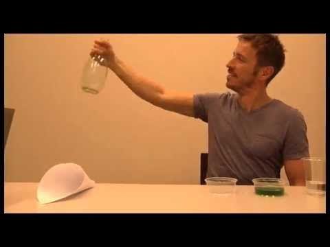 Maak vazen en flessen weer glashelder met deze truc (UPDATE) - Aha!