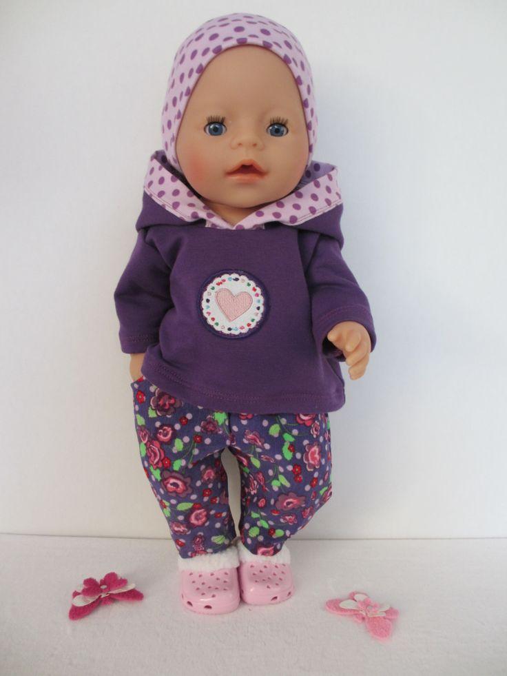 Voor Baby Born Girl sweater broekje en haarband en lieve roze klompjes.