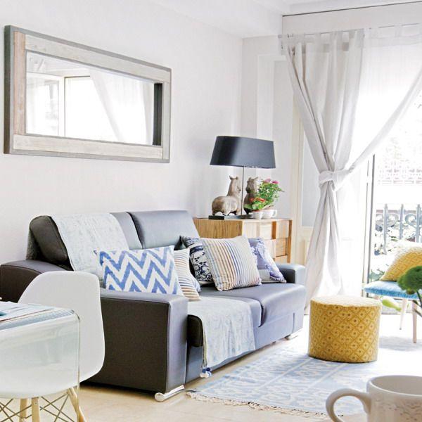 Интерьер маленькой квартиры-студии в Мадриде, площадью 30 кв.м с мини-кухней и гостиной-спальней. Шведский стиль, переделанный яркими акцентами на испанский лад