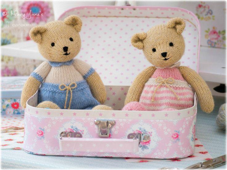 Small Bear PDF knitting patterns... https://www.etsy.com/uk/listing/398409343/new-2-bear-knitting-patterns-tearoom