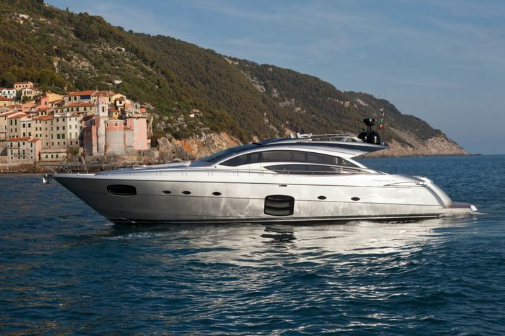Pershing Yacht 74