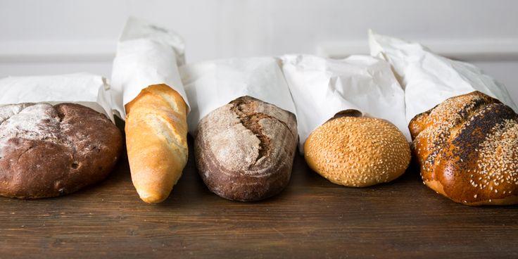 Глютен (клейковина) содержится в злаковых и является причиной, по которой тесто для хлеба становится вязким и упругим. По содержанию глютена определяется качество муки. Пшеницу легко выращивать, она питательна, и её используют для изготовления не только пасты, лапши и хлебобулочных изделий, но и огромного количества других продуктов. Люди тысячелетиями употребляли зерновые, и тут вдруг они стали чуть ли не самым страшным врагом человечества! Как разобраться, где правда, а где очередной…