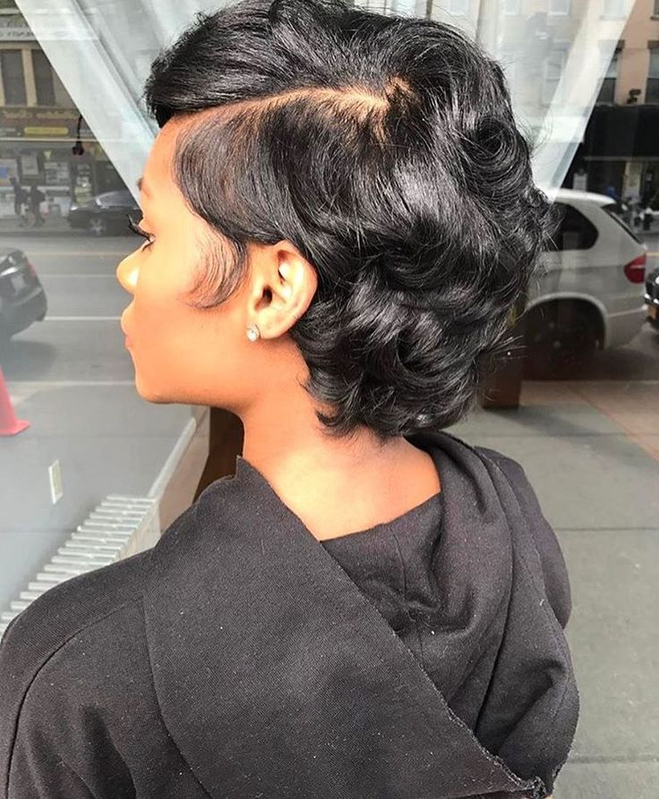 This cut is GORGEOUS❤️ Hair by #brooklynstylist @artistry4gg on @dessyy___✂️ #voiceofhair voiceofhair.com