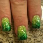 Le fade nails sono le unghie colorate con una tonalità di smalto sfumato o degradè, che quindi comincia da un lato dell'unghia con una tonalità satura per poi sfumare verso tonalità più chiare o colori completamente diversi