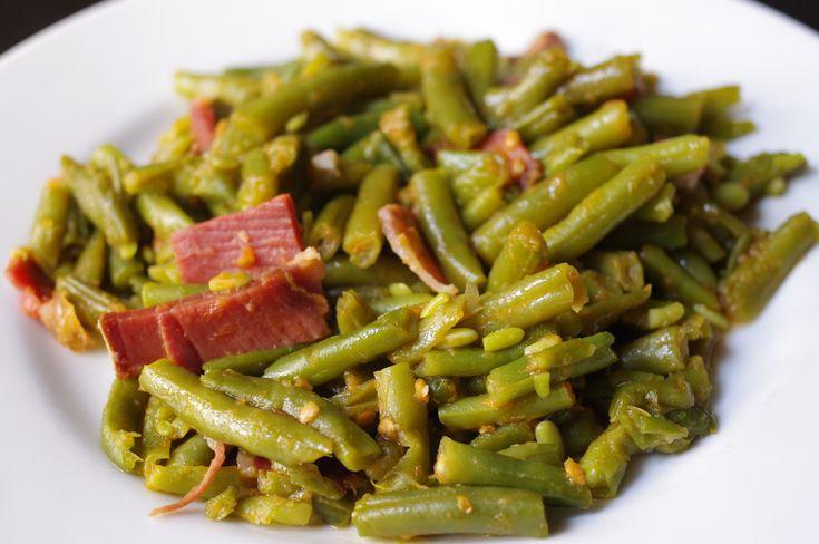 Estas judías son super sencillas de hacer, ya que para una cena rápida lo que haremos es utilizar judías verdes de lata que ya están cocidas para que así s