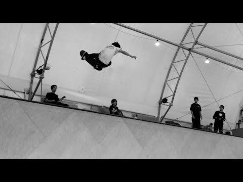 Ronnie Sandoval Padless Vert Skating!! - Behind the Scenes - Omar Salazar Clips - http://dailyskatetube.com/ronnie-sandoval-padless-vert-skating-behind-the-scenes-omar-salazar-clips/ - https://www.youtube.com/watch?v=BP_LmrN0DLo&utm_source=dlvr.it&utm_medium=feed Source: https://www.youtube.com/watch?v=BP_LmrN0DLo Here is some Behind the scenes clips of Ronnie Sandoval (@ronniesandoval_nfc) Skating a 13 1/2ft  vert ramp out in Washington completely PADLESS from the New - beh