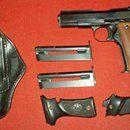Llama XV 22LR: Prodám samonabíjecí pistoli Llama XV v ráži .22 LR. Zbraň je málo střílená, v perfektním stavu, se zrcadlovým vývrtem hlavně. Pro bezchybnou funkci vyžaduje výkonnější náboje HV, nejlépe Winchester Laser. K pistoli jsou celkem 3 originální zásobníky (8+1) - dva téměř nové, jeden starší, který nezachycuje závěr po vystřelení posledního náboje. Součástí nabídky je také pravostranné kožené pouzdro s pružinou a originální pažbičky. Ideální zbraň pro skryté nošení. ZP+NP podmínkou…