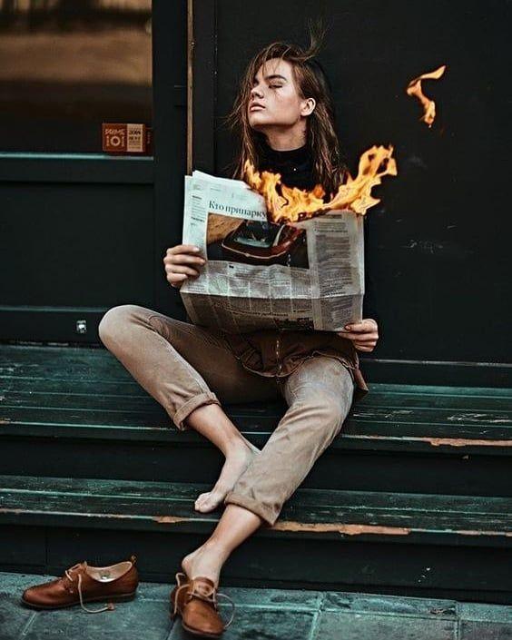 Zeitungen sind tot. Niemand hat Zeit, sie von vorne bis hinten durchzulesen. Deshalb haben wir '…   – Tattoo