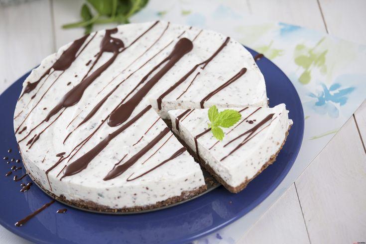 Receita de cheesecake de chocolate e hortelã. Descubra como cozinhar cheesecake de chocolate e hortelã de maneira prática e deliciosa com a Teleculinária!