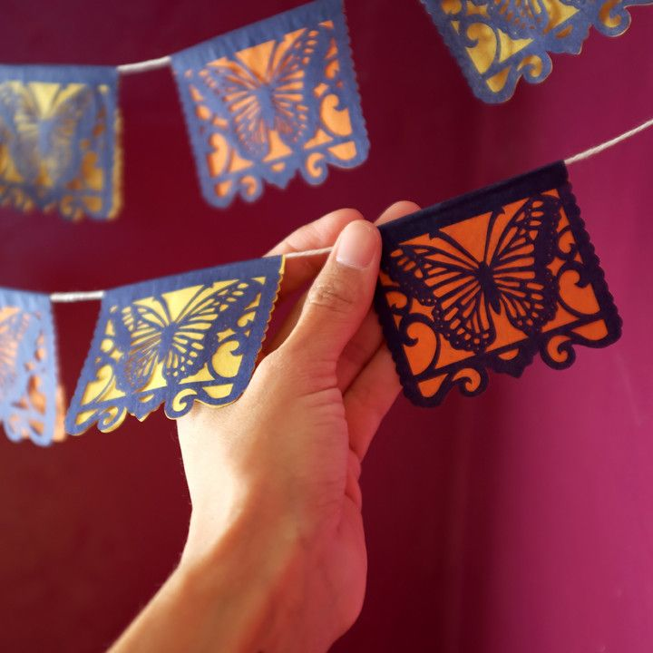 Perfect to decorate your Dia De Los Muertos altar!These mini banners are sold in sets of 2. Ready made.Each mini...