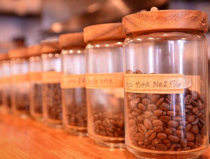 12種類のコーヒー豆たち もうすぐコナコーヒーが加わるかも #コーヒー #コーヒー豆 #カフェ #ブラジル #コロンビア #インド #スペシャリティコーヒー #エチオピア #イルガチェフェ #hario #ウガンダ #イエメン #モカ #ハワイ #コナコーヒー #ニカラグア http://ift.tt/20b7VYo