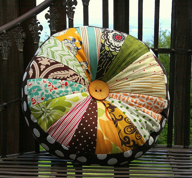 Big button, polka dots, sprocket..Oh my! LOVE IT! Want to make this summer