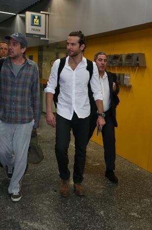 Bradley Cooper e elenco chegam ao RJ para divulgar 'Se Beber, Não Case 3' - Terra Brasil