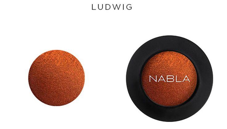 Ombretto Ludwig Nabla Ombretto dalla texture 'Super Bright' che ha una base intensa di marrone scurissimo ed un riflesso rame-rosato particolarmente elettrico.