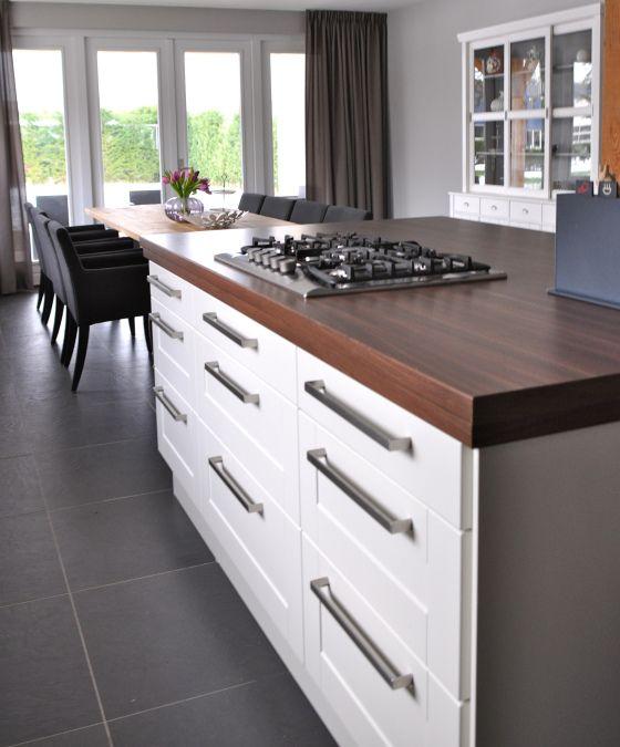 kookeiland in woonkeuken in modern landelijke stijl | Stylist en Interieurontwerper www.stijlidee.nl