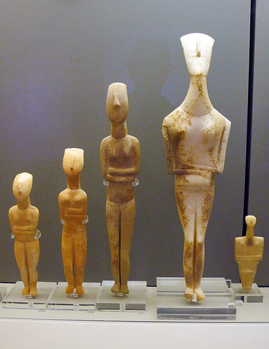 Marble figurines of the folded arm type. Early Cycladic II period, Keros-Syros Culture, 2800-2300 BC.
