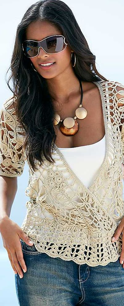 Love the crochet top paired up with blue jeans! Inspiracion :)  ✿⊱╮Teresa Restegui http://www.pinterest.com/teretegui/✿⊱╮