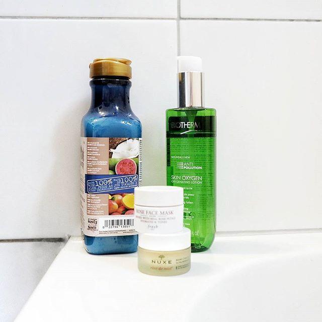 A few products I've been using lately: @MauiMoisture Coconut Milk Shampoo @Biotherm Skin Oxygen Oxygenating Lotion @FreshBeauty Rose Face Mask Sample @NuxeCa Rêve de Miel Ultra-Nourishing Lip Balm . . . . . #skincare #beauty #skincareroutine #skin #beautyblogger #cosmetics #mauimoisture #instabeauty #biotherm #healthyskin #natural #selfcare #freshbeauty #naturalbeauty #facemask #lips #bblogger #glow #serum #organic #glowing #naturalskincare #glowingskin #blogger #skincareproducts #instagood…