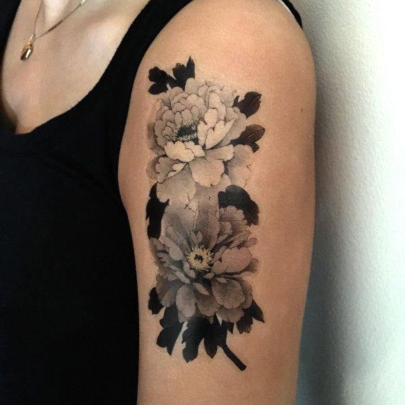 les 25 meilleures id es de la cat gorie tatouage de pivoine japonaise sur pinterest tatouage. Black Bedroom Furniture Sets. Home Design Ideas