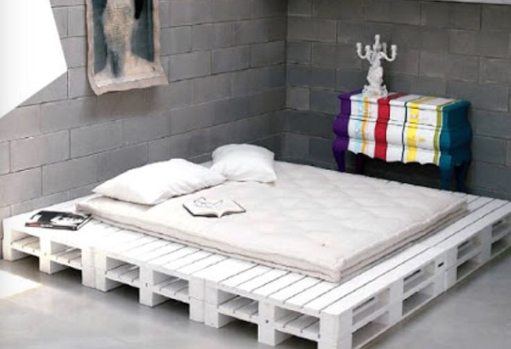 17 best ideas about wooden pallet beds on pinterest for White pallet bed