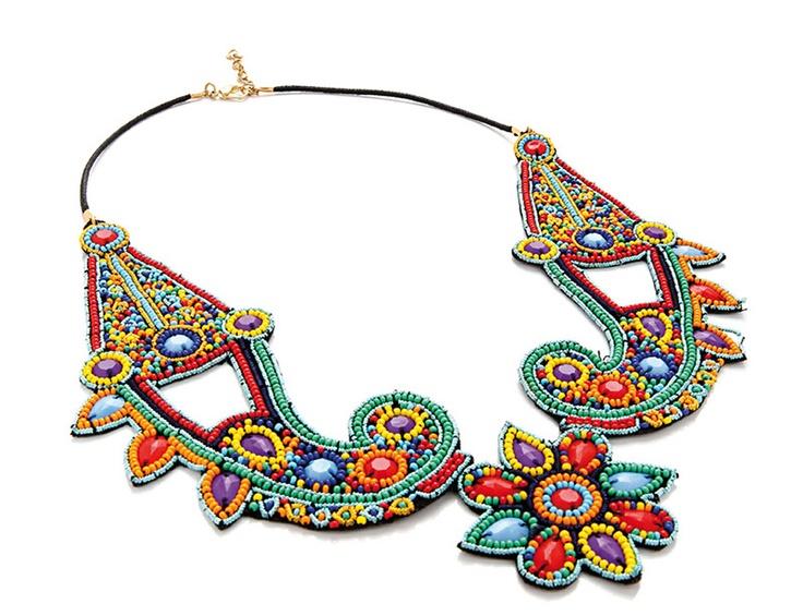 Papiroga// Collar tribal con cuentas de colores (35 euros)