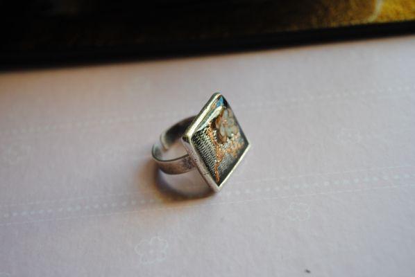 Δαχτυλίδι με υγρό γυαλί | myartshop Δαχτυλίδι με τρισδιάστατο λουλούδι από  χαρτί και υγρό γυαλί.