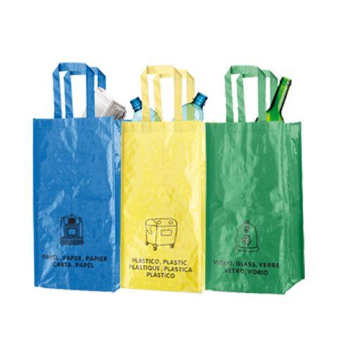 Set de 3 bolsas de reciclaje amarilla-verde-azul en resistente pp-woven laminado de 130g/m2 de acabado brillante. Incluye 3 bolsas de 23x45x23cm unidas entre sí mediante resistentes velcros laterales. Con asas reforzadas e indicación de tipos de residuo: plástico y envases, vidrio y papel.3 Bolsas 23 x 45 x 23 cm