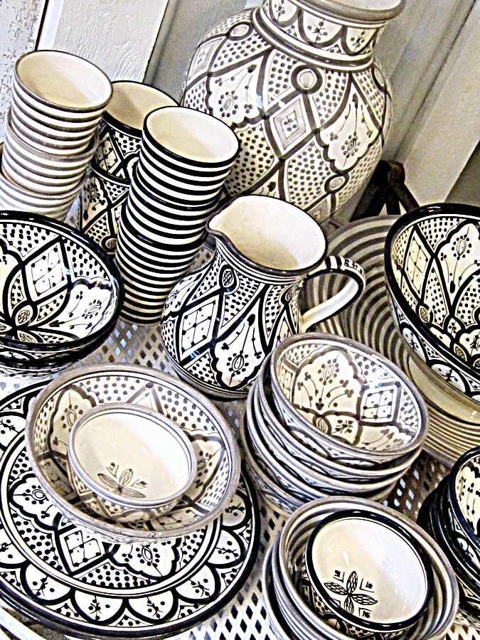 Moroccan Black and White ceramics. Pretty.