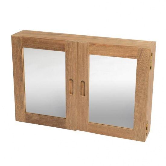 Voor een nautische badkamer! Dit kastje kan aan een wand worden gemonteerd waardoor toiletspullen stijlvol uit het zicht opgeborgen kunnen worden. Achter de spiegeldeurtjes bevinden zich twee verstelbare planken.  Artikelnummer: 3025  56 x 38 x 12 cm  Teak interieur producten met een nautische uitstraling.