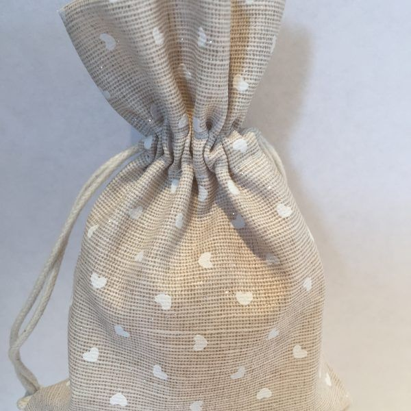 Heart Hessian Bag Favours -These beautifully crafted from high-quality hessian fabric bags come with a delicate rustic heart design & sweets of your choice.