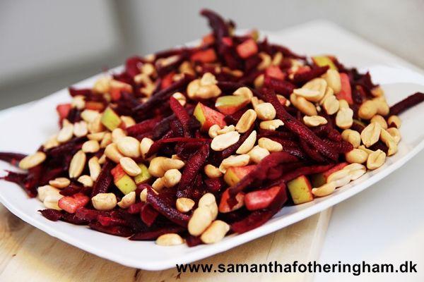 Rødbedesalat med syrlig æbletern og peanuts