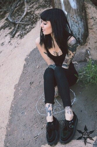 Grunge fashion. Black outfit with creepers. Tatted girl♥