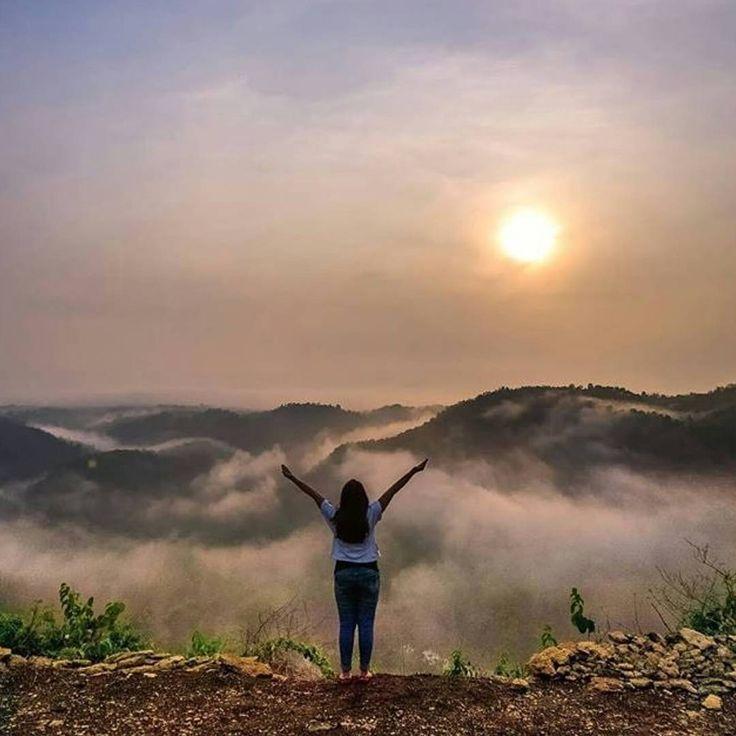 """""""Tebing Watu Mabur, Lemahbang, Dlingo, Bantul, Jogja  foto @maspeot  Timur Kebun Buah Mangunan dan satu lokasi denganGoa Gajah Mangunan,"""""""