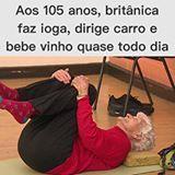 """To no caminho certo! Só não faço yoga. Kkkk 👏🏻👵🏻👏🏻 Olha essa história! Quem vê Eileen Ash chegar para sua aula de ioga em Norwich, no sudeste da Inglaterra, não suspeita que ela completa nada menos do que 105 anos neste domingo (30). Após estacionar seu carro compacto amarelo sem qualquer vacilo, ela caminha rapidamente na direção de um amigo para cumprimentá-lo antes de ir para a sala de exercícios.  Lá dentro, amigos a esperam para celebrar antecipadamente seu aniversário. """"Ela a…"""