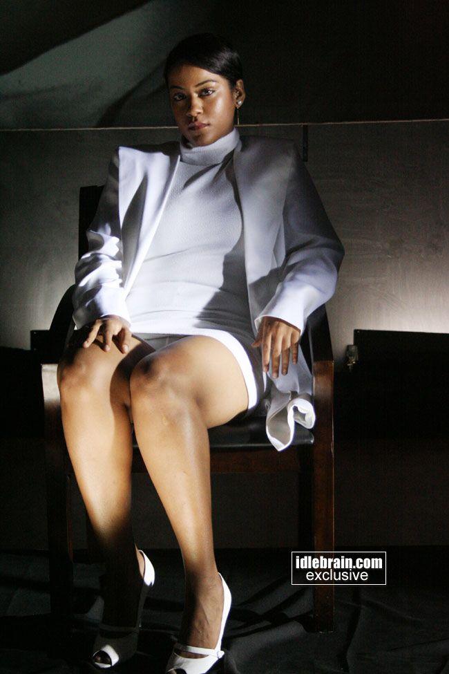 Mumaith Khan Crosses Her Legs Like Sharon Stone In BASIC INSTINCT :: SEXY