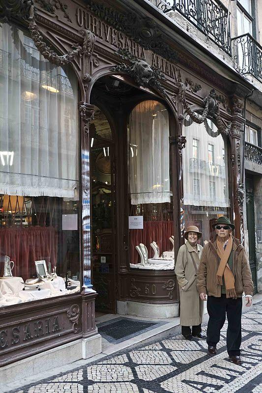 Diário de Lisboa - The Lisbon Diary: Ourivesaria Aliança, Rua Garrett (Old Shop in Lisbon, Portugal)
