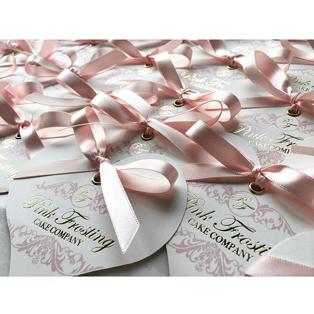 These business cards are pretty special 🎀 700 gold foiled, heart shaped business cards with eyelets and bows all ready for the amazing @pink_frosting_cake_company exhibiting at #QuintessentiallyWeddingsAtelier @langham_london #businesscards #heartbusinesscards #weddingstationery #stationerylover #stationerylovers #businessbranding #businesslogo #branding #weddingstationer