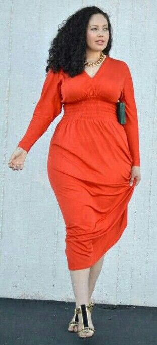 Curvy fashion. Orange dress #plussize