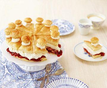 Как испечь торт по немецкому рецепту  Вот как испечь торт по немецкому рецепту, а именно Фризский торт - рецепт из кухни  фризов, которые поселялись на нидерландском и немецком побережье Северного моря.  Очень просто готовить - потому что используется готовое слоеное тесто. Но торт очень вкусный и смотрится эффектно, так что можно подать и на праздничный стол.