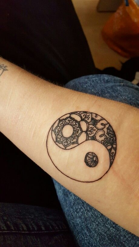 17 best images about tatouage on pinterest tree of life tattoos fonts and tree of life - Tatouage ying yang ...