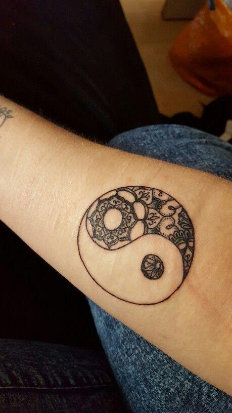 17 best images about tatouage on pinterest tree of life tattoos fonts and tree of life - Tatouage ying yang ...